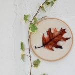 foglia di quercia rossa dipinta con la lana cardata