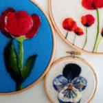 papevo viola del pensiero e tulipani dipinti con lana cardata